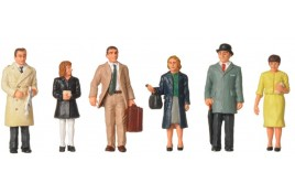 OO Scale 1960/70s Standing Station Passengers