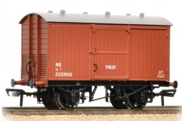 12 Ton Fruit Van NE Brown OO Scale