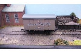 Axminster Carpets Southern Plywood Van OO Gauge