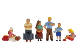Family Group with Luggage x 6 OO/HO Scale
