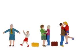 Pedestrians/ Passengers Greeting x 6 OO/HO Scale