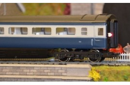 Coach Lighting Strip - Cool White with Flickering Tail Lamp N Scale