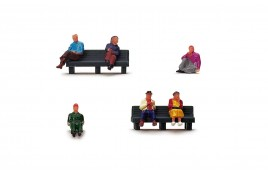 R7119 Sitting People  OO Gauge