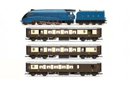 Queen Of Scots LNER Train Pack Limited Edition OO Gauge