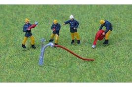 1970s/80s Fire Crew x 4 with Hoses OO Scale
