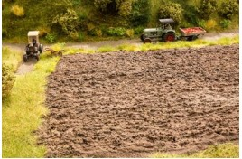 Arable Land Scenic Mat 210mm x 190mm + 10 Grass Tufts OO/HO Scale