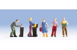People doing Housework x 5 & 2 Wheelie Bins OO/HO Scale