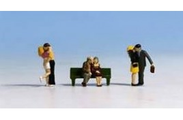 Courting Couples x 3 Couples & 1 Bench N Scale