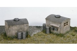 2 x GWR Lamp Huts with  4 Oil Drums Plastic Kit OO Scale