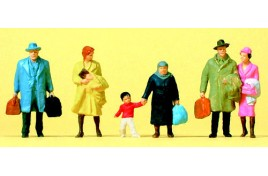 Walking Pedestrians/ Passengers in Winter Clothing x 6 OO/HO Scale