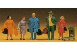 Passengers x 5  with Bags & Luggage Trolley OO/HO Scale