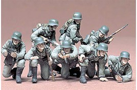 MILITARY MINIATURES GERMAN PANZER GRENADIERS SET 1/35 SCALE