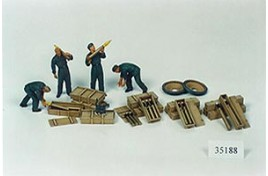 MILITARY MINIATURES GERMAN TANK AMMO-LOADING CREW 1/35 SCALE