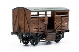 BR Cattle Wagon Plastic Kit OO Scale